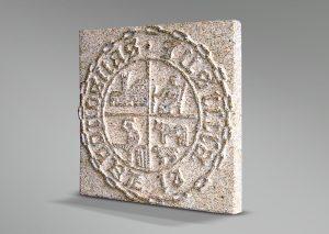 Escudo municipal en piedra