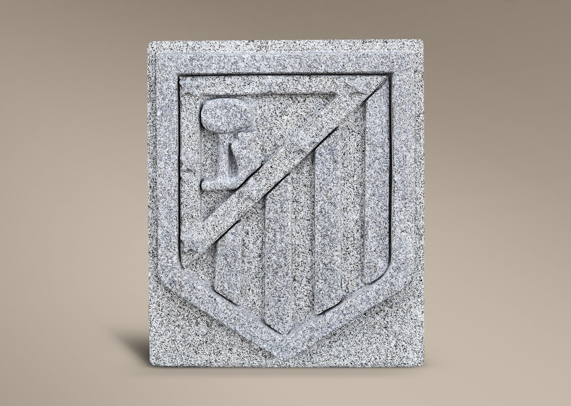 Escudo del Atlético de Madrid en piedra