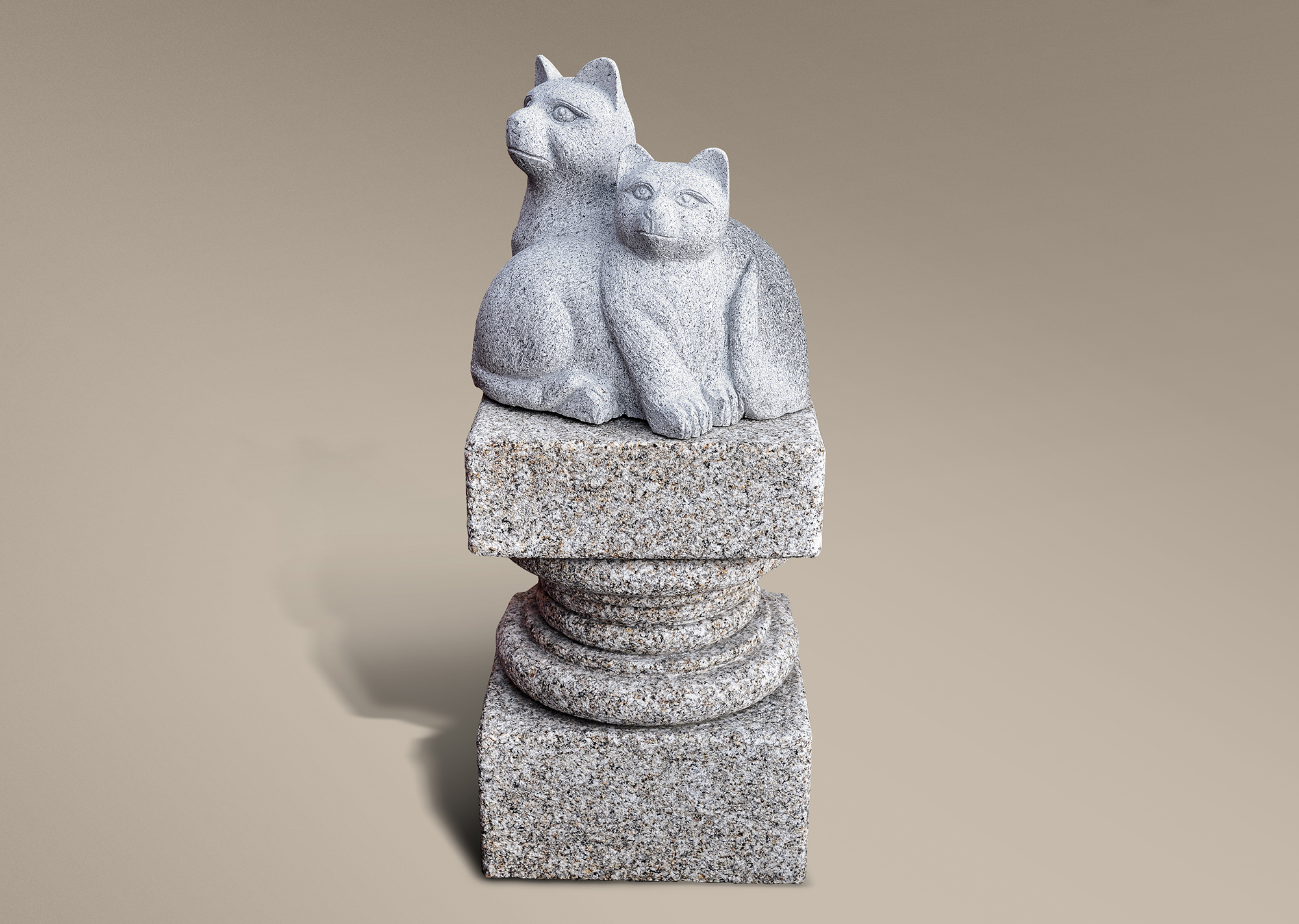 Gatos sobre pedestal