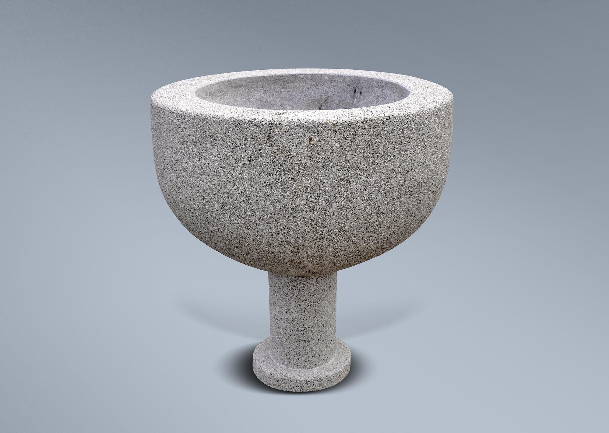 Pila bautismal en granito