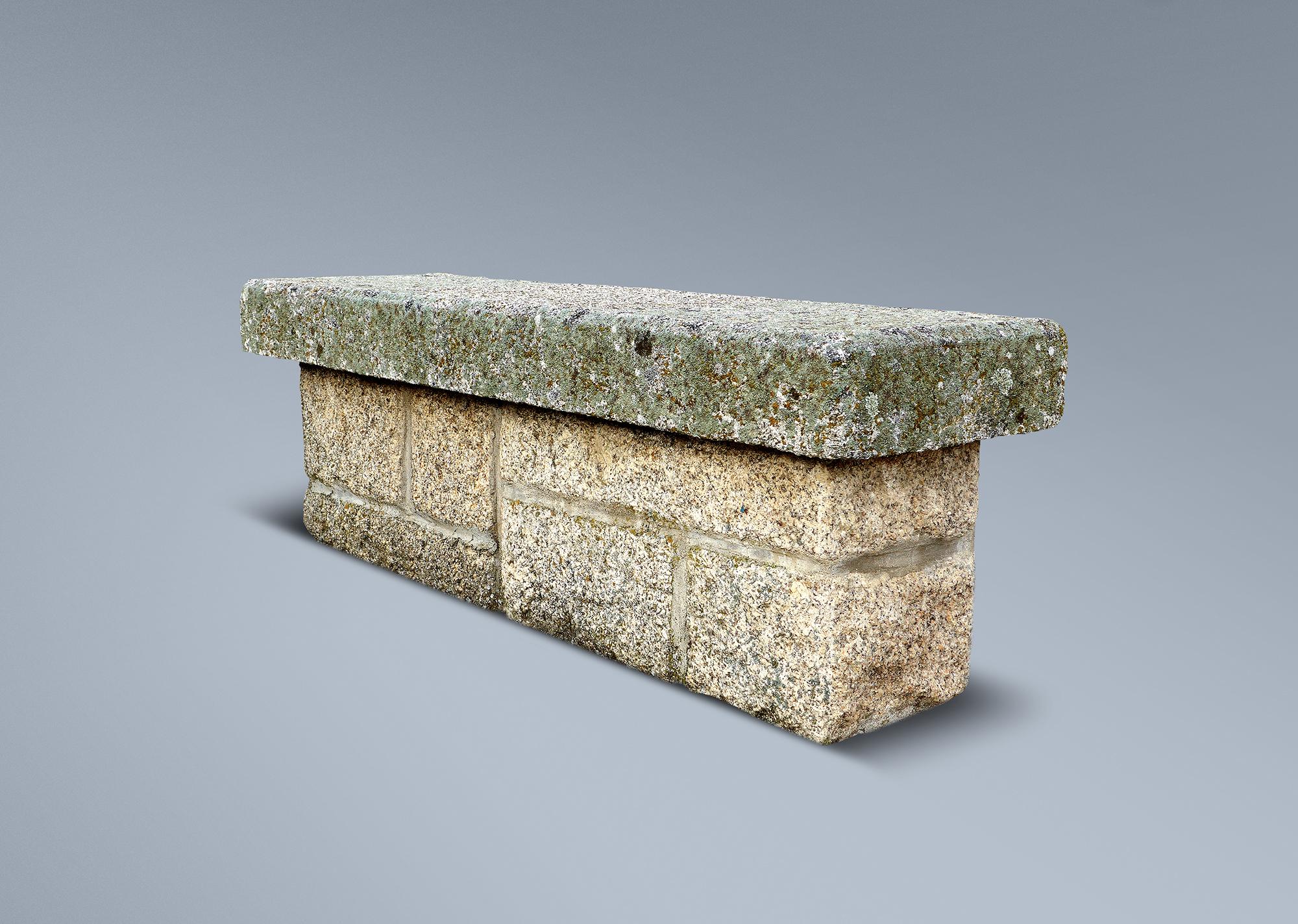 Banco r stico de granito for Bancos de granito para jardin