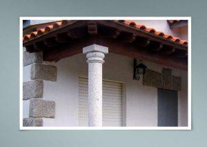Columna en esquina rústica
