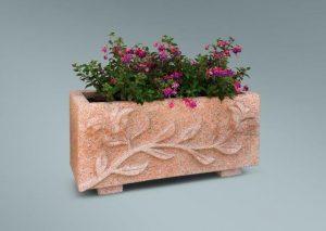 Jardinera con ornamento en rojo sayago