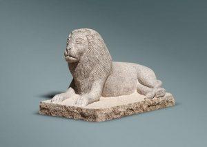 León de granito blanco