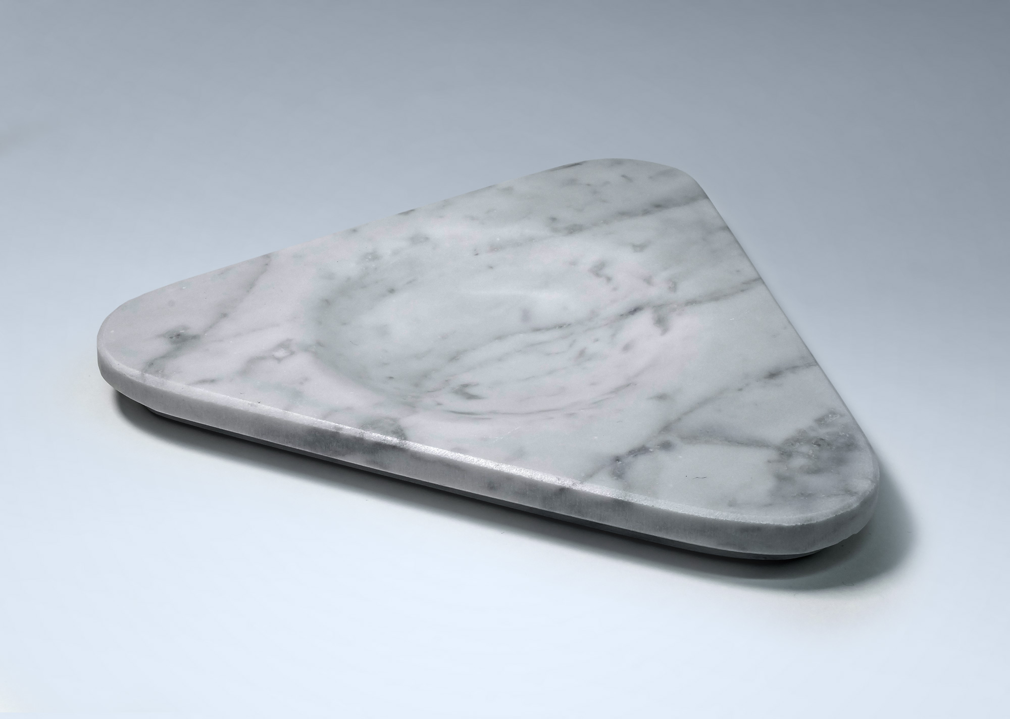Plato triangular de mármol