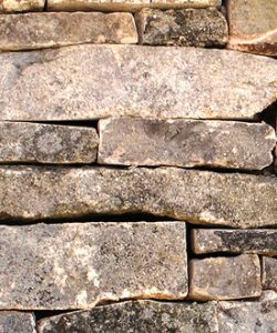 Muestra de muro de piedra junta seca