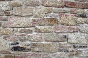 Muro de piedra vieja rejuntada
