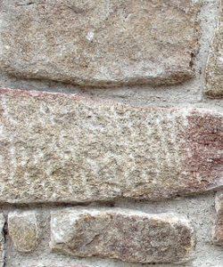 Muestra de muro piedra vieja rejuntada
