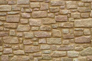 Muro de piedra clara junta cal